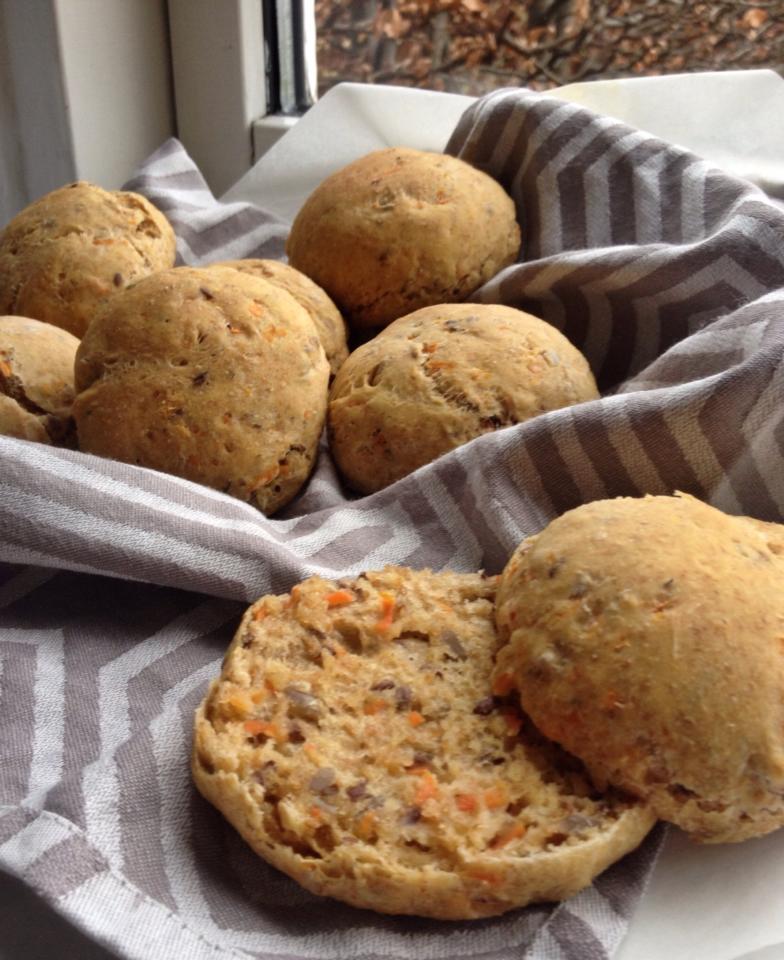Gulerodsboller - dejlige luftige gulerodsboller